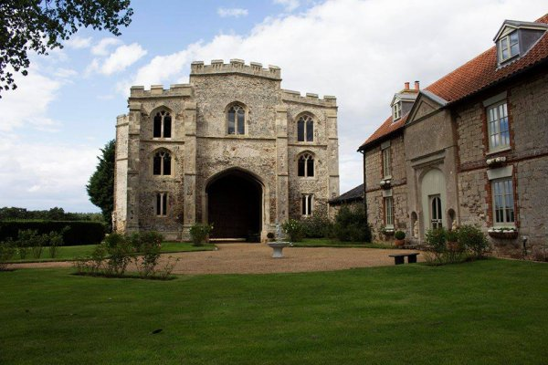 Norfolk Wedding DJ - Norfolk Wedding Venue Pentney Abbey